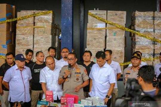 Kemarin, penimbunan masker diungkap hingga KKB ingin gagalkan PON