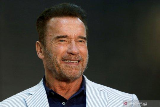 Arnold Schwarzenegger tunda festival olahraga karena virus corona