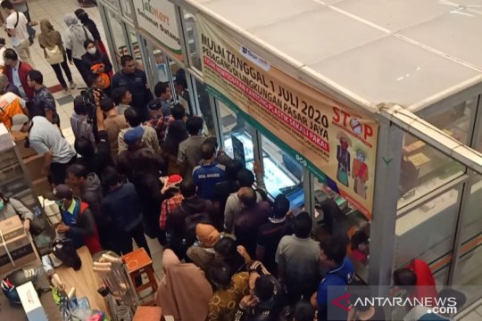 Pasar Jaya sediakan 250 galon pencuci tangan untuk pengunjung pasar