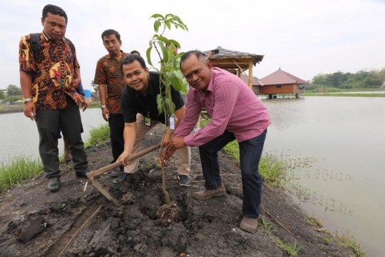 Ajak peduli lingkungan, Pertagas tanam 150 bibit pohon di Sidoarjo
