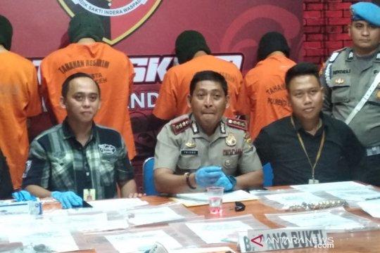 Polisi tangkap komplotan penipuan batu delima palsu