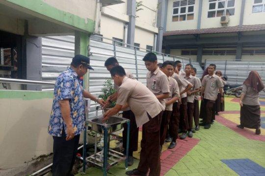 Surabaya pasang wastafel portabel untuk antisipasi penyebaran corona