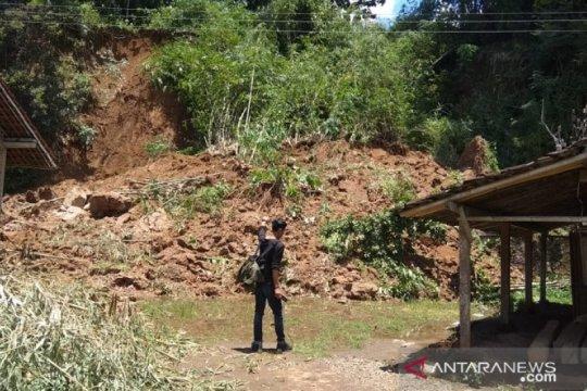 57 keluarga di Salaman Magelang mengungsi akibat tanah retak