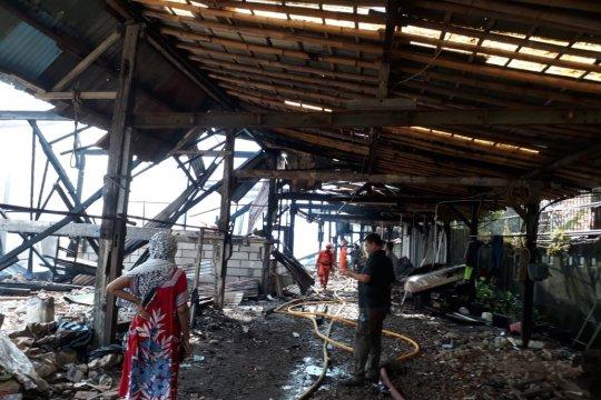 Mes karyawan di Setiabudi ludes terbakar