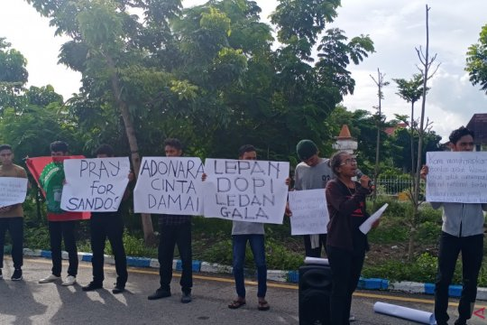 Puluhan mahasiswa  gelar aksi damai terkait perang tanding Adonara