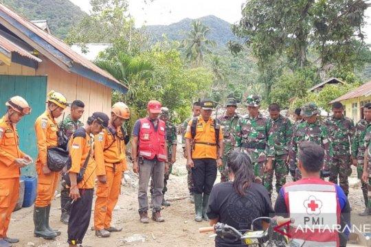 Tim SAR evakuasi jenazah korban banjir bandang Lore Barat