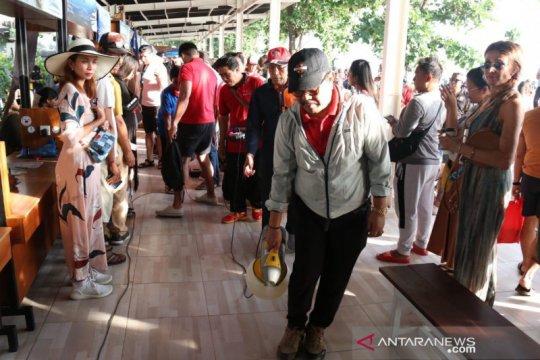 Wagub Bali pimpin aksi penyemprotan disinfektan cegah corona