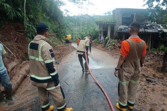 BPBD: Akses jalan Desa Slatri kembali normal setelah longsor