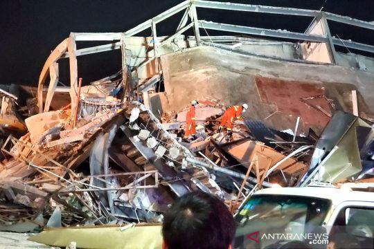 Hotel tempat karantina COVID-19 di China runtuh, puluhan orang terjebak
