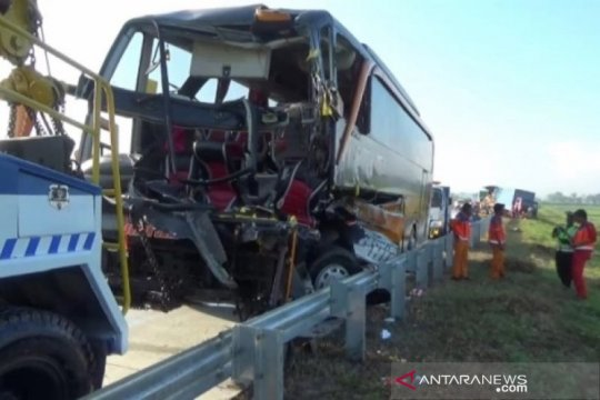 Dua orang tewas akibat kecelakaan Bus Pariwisata di Tol Madiun-Ngawi