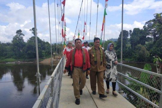 Ketua Komisi V DPR resmikan jembatan di pedalaman Kalbar