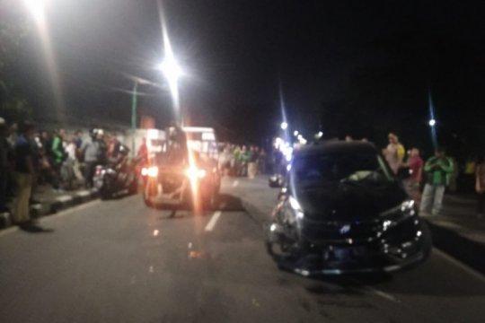 Satu pengendara terluka akibat tabrakan beruntun di Duren Sawit