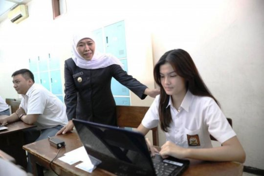 Gubernur Jatim ingatkan siswa tak putus sekolah dengan alasan biaya