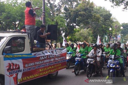 Buruh di Jambi unjukrasa tolak RUU Cipta Karya