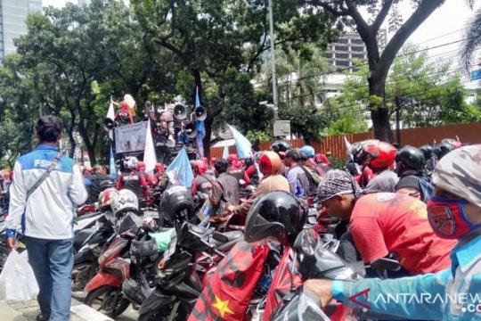 TransJakarta alihkan 3 rute imbas demo di Balai Kota dan DPRD DKI