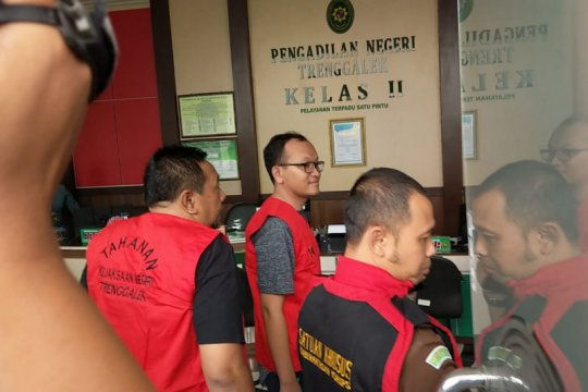 Kejaksaan tahan dua pejabat PN Trenggalek