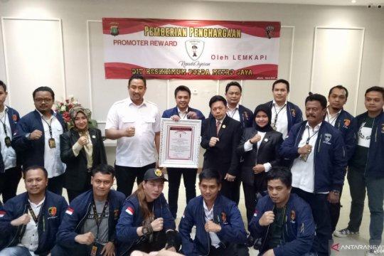 Polda Metro Jaya dapat penghargaan dari Lemkapi