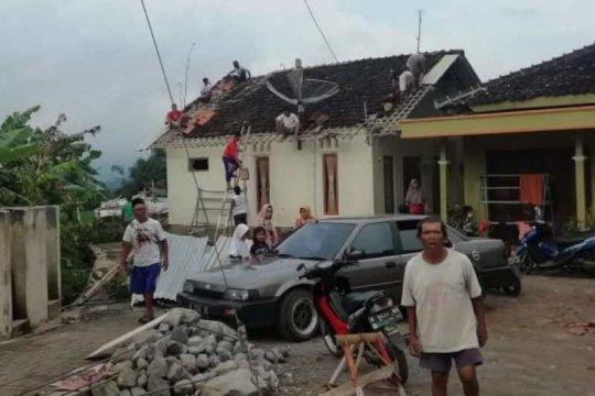 Kabupaten Temanggung-Jateng dilanda angin kencang dan banjir