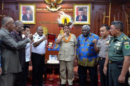 Bupati Manokwari Selatan hibahkan tanah untuk TNI dan Polri