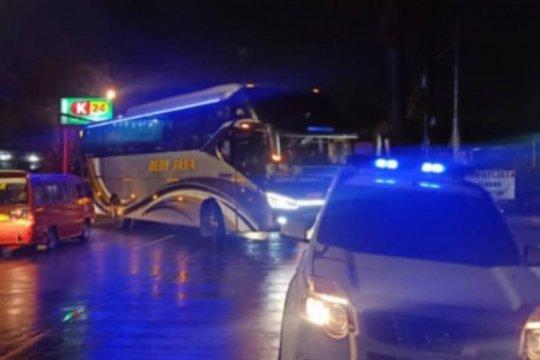 Sudin Perhubungan Jakarta Timur tindak 14 bus AKAP langgar PPKM