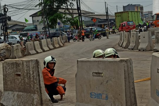 Sebagian Jalan Raya Bekasi ditutup imbas kebocoran gas