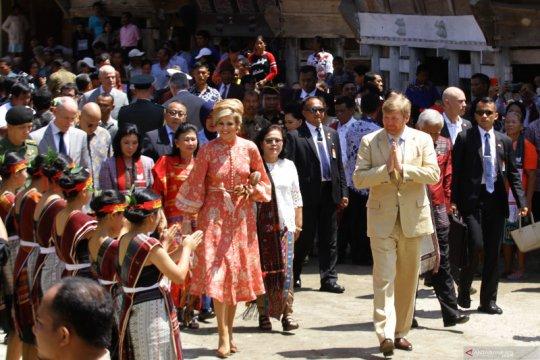 Raja dan Ratu Belanda kunjungi rumah adat Batak
