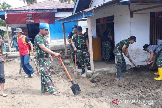 Lantamal VIII bersihkan material longsor di Bolaang Mongondow Utara