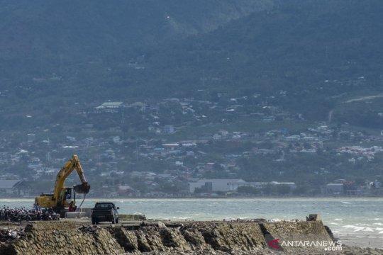 Proyek tanggul laut Teluk Palu