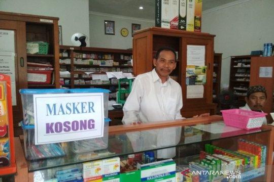 Kontribusi penjualan masker di PD Apotek di Kudus tidak besar