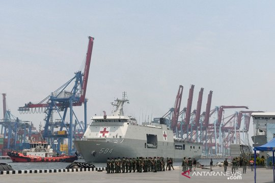 KRI Semarang bawa ABK World Dream tiba di Tanjung Priok