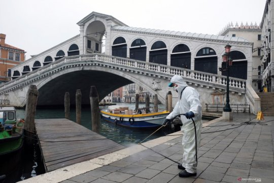 Putin kirim bantuan ke Italia untuk perangi virus corona