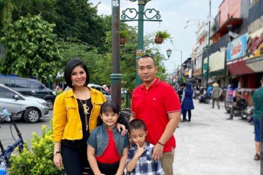 Suami Intan RJ wafat, Mona Ratuliu hingga Jane Shalimar turut berduka