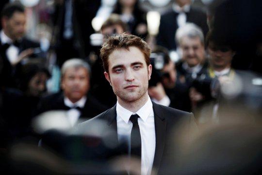 Kemarin, Robert Pattinson positif COVID-19 hingga 35 tahun Mario Bros