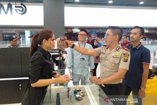 Polres OKU periksa pengunjung Citi Mall Baturaja antisipasi Corona