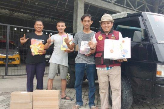 Komunitas Perahu Pustaka terima donasi buku dari anggota DPR RI