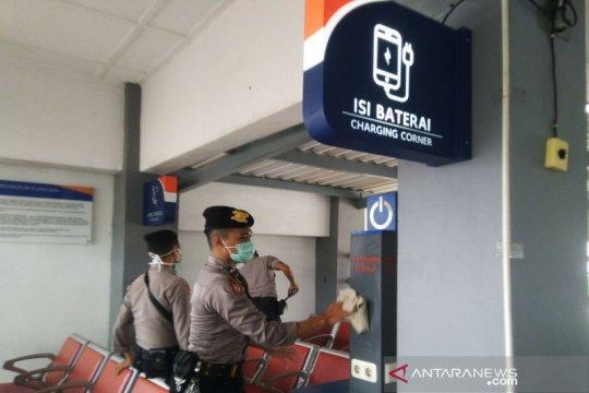 Personel gabungan Kulon Progo bersihkan tempat umum, cegah COVID-19