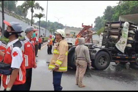 Seorang kondektur tewas dalam kecelakaan trailer angkut gas