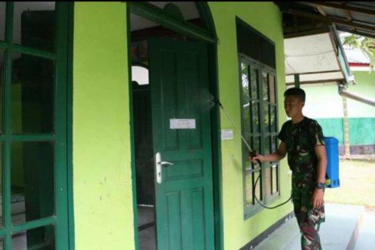 Satgas Pamtas RI-Malaysia cegah COVID-19 dengan semprotkan disinfektan