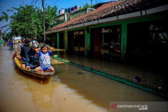 Banjir di wilayah Kabupaten Bandung mengakibatkan seorang warga tewas