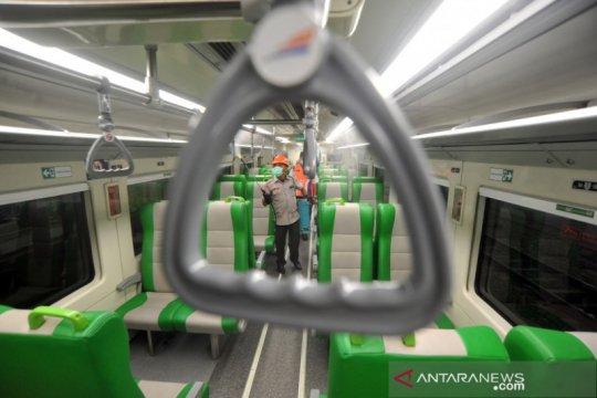 PT KAI - BPBD  lakukan penyemprotan disinfektan di kereta api