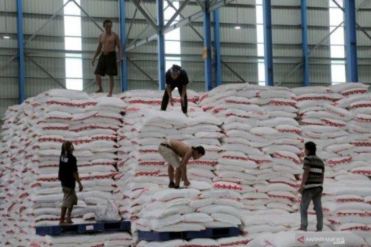 Pemprov Jatim pastikan persediaan bahan pokok aman