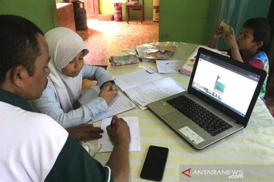 Cegah COVID-19, pelajar madrasah di Aceh belajar secara daring