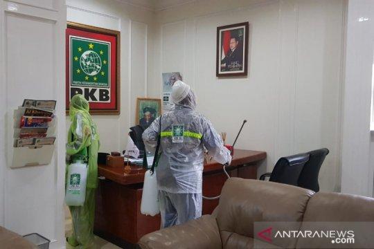Cegah COVID-19, Kantor DPP PKB disemprot disinfektan