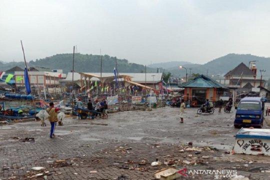 SAR: Pendangkalan sungai penyebab banjir di Dermaga PPN Palabuhanratu
