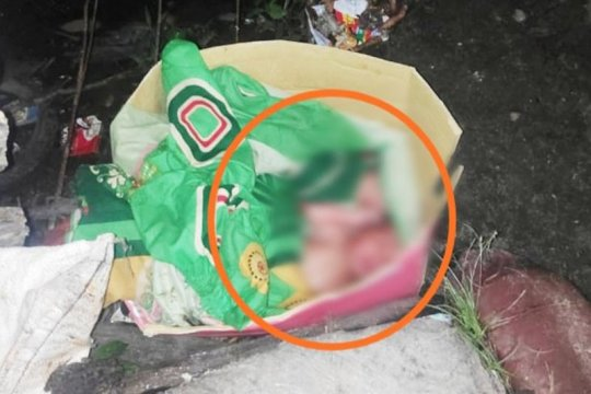 Warga temukan bayi kembar di tempat pembuangan sampah di Sampit