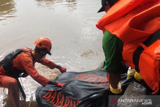 Remaja tenggelam di Banjir Kanal Barat ditemukan tewas