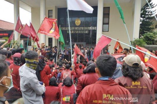 Mahasiswa IMM aksi di depan PN Bandung terkait sengketa lahan panti