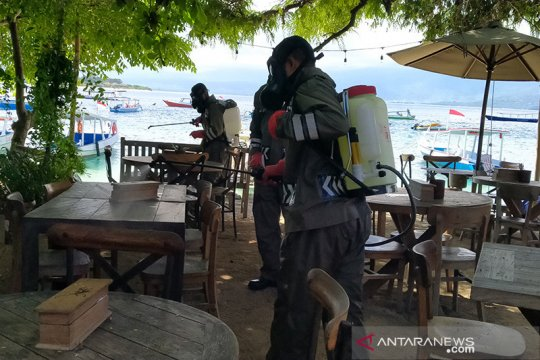 Destinasi wisata tiga Gili disemprot cairan disinfektan cegah corona