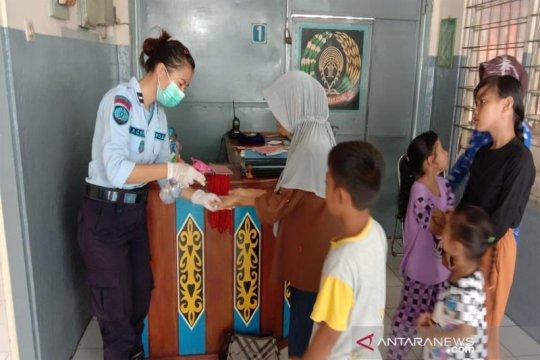 Lapas Muara Teweh beri 'hand sanitizer' ke pengunjung, cegah COVID-19