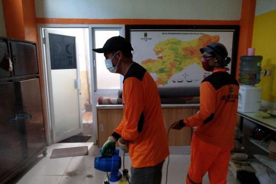 Kantor PKS Kota Bogor disemprot disinfektan, cegah COVID-19